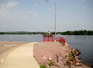 The Colsac III chugging into the dock.